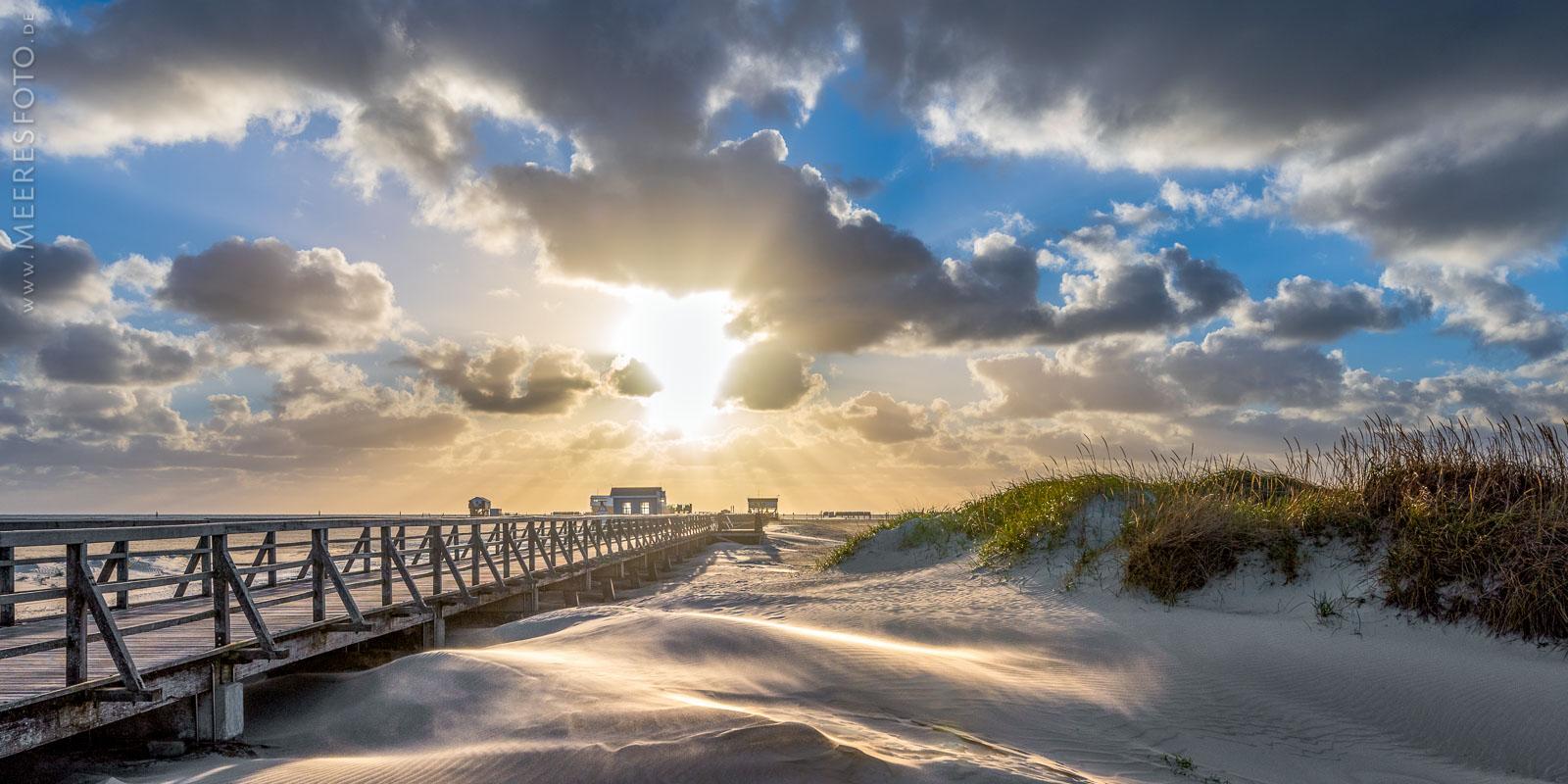 Strandbrücke bei Sturm